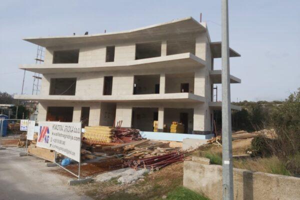 betonski radovi na višestambenoj građevini u mjestu Rogoznica